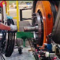 Manutenção de sistemas elétricos e mecânicos em máquinas bodymaker